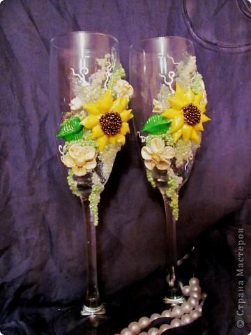 """Свадебные бокалы """"Подсолнечные"""" Крупный декор под заказ клиента выпонен из пластики, бисера фото 5"""