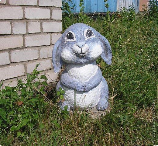 Вот такой храбрый зайчик для сада получился, дождя, во всяком случае, не боится. фото 1