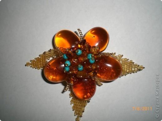 кулончик, серёжки, брошка(янтарный бисер, бусины) фото 3