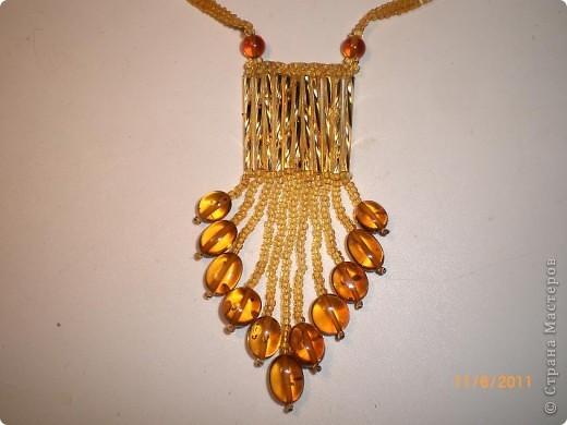 кулончик, серёжки, брошка(янтарный бисер, бусины) фото 1