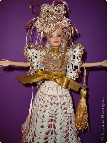 Эту куклу при продаже звали Барби. Однако, после того, как я сделала ей подобный наряд, сын назвал ее Людмилой.  фото 1