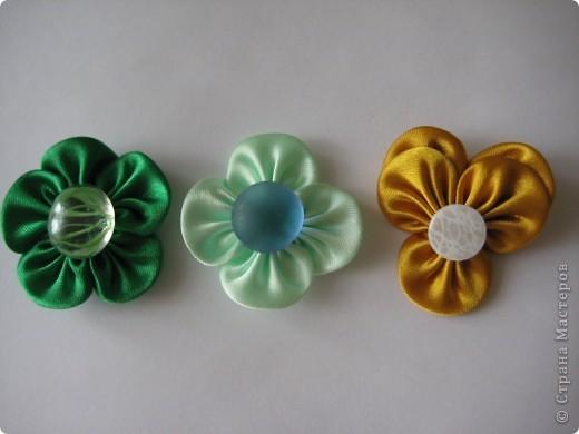 Уважаемые мастера - изготовители канзаши, может кто-нибудь подсказать, каким образом складываются лепестки у данного цветка? фото 9