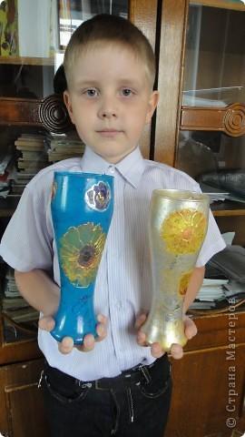 Денису 7 лет. Это его первая работа в технике декупаж - ваза для мамы. фото 3