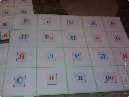 Нашлась бесхозная разрезная азбука - в результате - таблички по которым путешествуют различные зверушки - они находят буковки, цифры... фото 1
