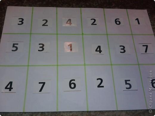 Нашлась бесхозная разрезная азбука - в результате - таблички по которым путешествуют различные зверушки - они находят буковки, цифры... фото 3