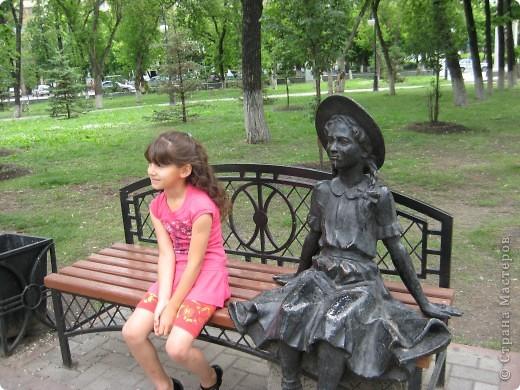 Я обещала вам прогулку по Александровскому саду. Эти цветущие лебеди находятся как раз перед ним. фото 7