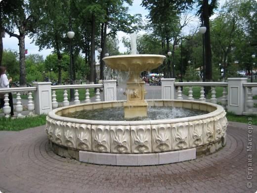 Я обещала вам прогулку по Александровскому саду. Эти цветущие лебеди находятся как раз перед ним. фото 5