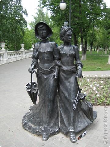 Я обещала вам прогулку по Александровскому саду. Эти цветущие лебеди находятся как раз перед ним. фото 6