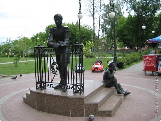 Я обещала вам прогулку по Александровскому саду. Эти цветущие лебеди находятся как раз перед ним. фото 8
