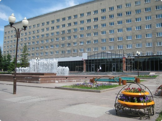 Я обещала вам прогулку по Александровскому саду. Эти цветущие лебеди находятся как раз перед ним. фото 53