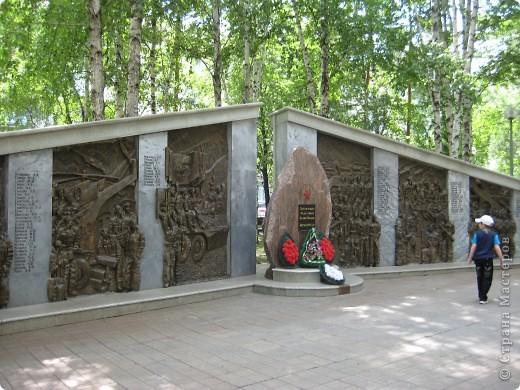 Я обещала вам прогулку по Александровскому саду. Эти цветущие лебеди находятся как раз перед ним. фото 57