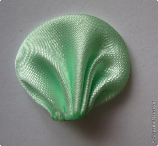 Уважаемые мастера - изготовители канзаши, может кто-нибудь подсказать, каким образом складываются лепестки у данного цветка? фото 7