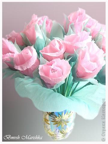 Сладкие розы в день рождения для мамочки. Использовала гофрированную бумагу, фольгу,  проволоку для флористики, ну и конечно конфеты. В букете пятнадцать роз. фото 5