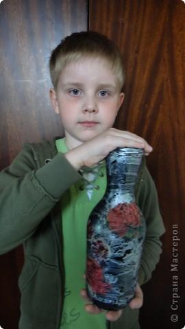 Денису 7 лет. Это его первая работа в технике декупаж - ваза для мамы. фото 1