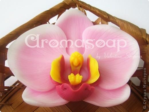 """Последнее время очень увлеклась не просто мылом, а именно отливкой оригинальных форм для мыла. Изготавливаю для себя, подруг и знакомых и также под заказ! 3D форма """"Цветок орхидеи"""". Вес мылка 70 грамм. фото 1"""