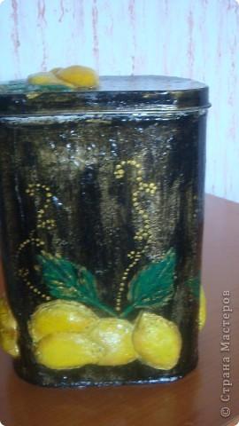 Была обычная железная банка. Сделала вот такую, с лимончиками. фото 1