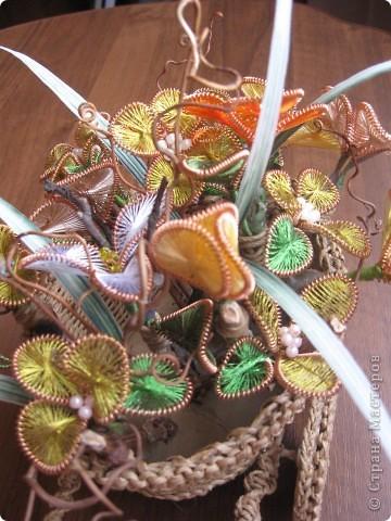 В плетеную тележку я добавила цветы. И вот, что получилось. фото 3