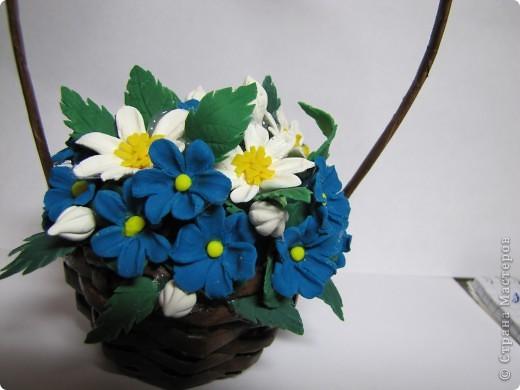 Самоварный фарфор.    Всё ещё учусь лепить разные цветочки. Корзиночку плела из газетных трубочек. фото 1