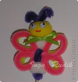 Пополняю коллекцию своих поделок из цветных проволочек. Вот такие бабочка и цветочек были сделаны дя декора цветочного горшочка. фото 2