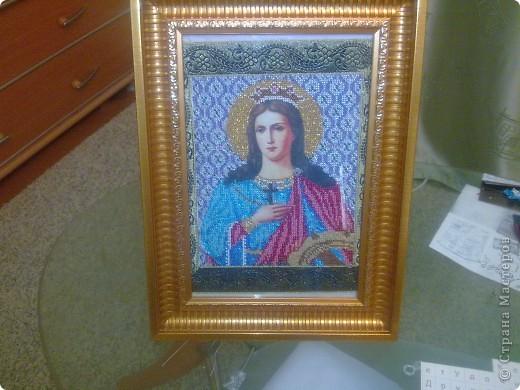 Показываю вышивку бисером. Это вышиваля моя сестра, я только доделала немного и вставила в рамочку, будет украшать комнату мамы. фото 1