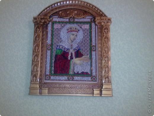 Показываю вышивку бисером. Это вышиваля моя сестра, я только доделала немного и вставила в рамочку, будет украшать комнату мамы. фото 4