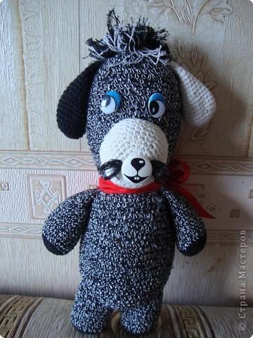 Эта собака (которую многие называют осликом, видимо похожа не него,) связана давно, когда моему сыну  не было еще и года. Вязано крючком из х/б ниток.  фото 1