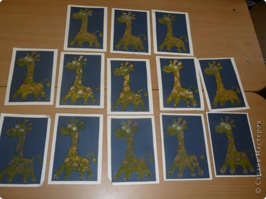 таких жирафиков сделали наши первоклашки на мастерклассе в краеведческом музее. Использовался шаблон, клей и каменная крошка. фото 1