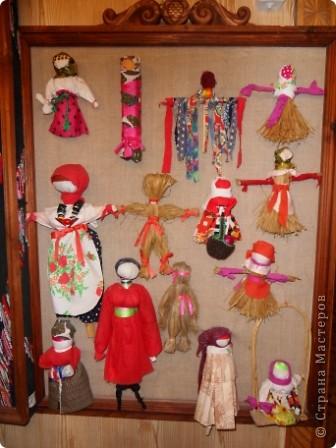 """Этот зал называется """"Ткани"""". Здесь мы нашли народные куклы Калужской области. фото 1"""
