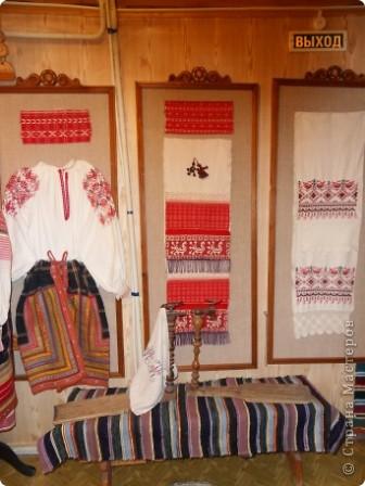 """Этот зал называется """"Ткани"""". Здесь мы нашли народные куклы Калужской области. фото 9"""