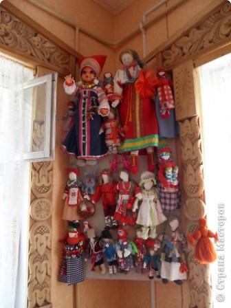 """Этот зал называется """"Ткани"""". Здесь мы нашли народные куклы Калужской области. фото 18"""