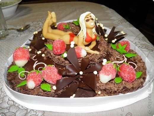 Вот такой торт подарили моему брату на день рождения. Все были в восторге!  Очень жалко было его резать. Хоть сфотографировала на память:)  и хочу с Вами поделиться, какие люди творят шедевры))) фото 1