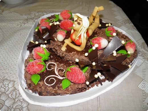 Вот такой торт подарили моему брату на день рождения. Все были в восторге!  Очень жалко было его резать. Хоть сфотографировала на память:)  и хочу с Вами поделиться, какие люди творят шедевры))) фото 2