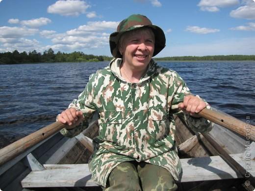Наше любимое место отдыха - это озеро. Здесь мы рыбачим, собираем ягоды, грибы. Раньше здесь было только два лебедя, а теперь их целое семейство. На рыбалку приехали с внучками (10 лет и 2 года). фото 5