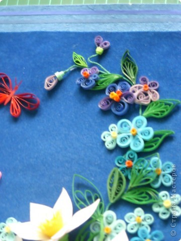 цветочки выполнила давно, а собрала в композицию только вчера. Работой в общем давольна. фото 5