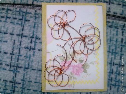 Крутила - крутила проволочку в руках, и накрутила на целую серию! Цветы из проволоки выглядят очень интересно. фото 2
