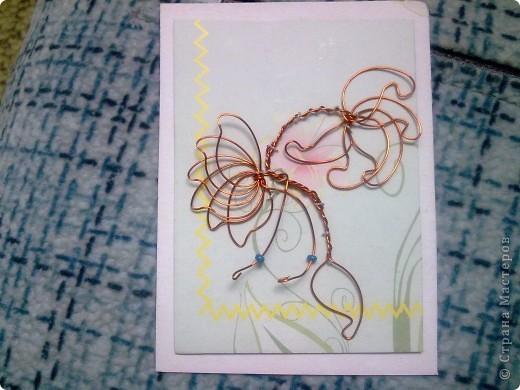 Крутила - крутила проволочку в руках, и накрутила на целую серию! Цветы из проволоки выглядят очень интересно. фото 3