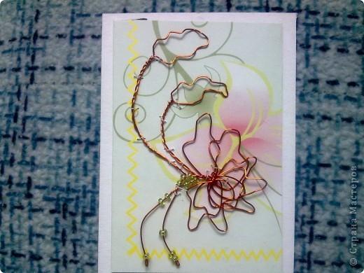 Крутила - крутила проволочку в руках, и накрутила на целую серию! Цветы из проволоки выглядят очень интересно. фото 6