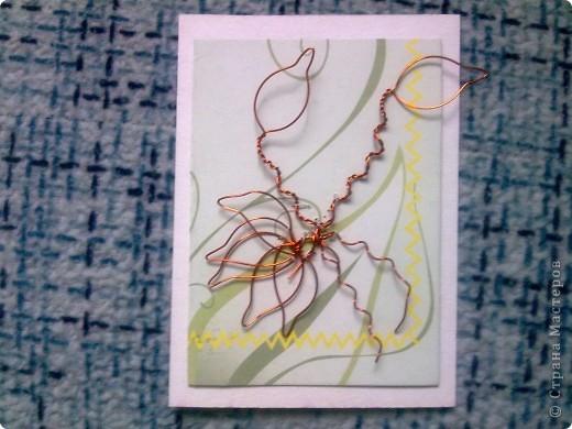 Крутила - крутила проволочку в руках, и накрутила на целую серию! Цветы из проволоки выглядят очень интересно. фото 5