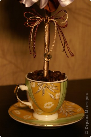 Вот такое мини-деревце я сделала для родителей мужа на годовщину свадьбы (не юбилей), просто как сувенир на кухню. Кофе пить им противопоказано, а запах очень нравится, вот и получилось такое деревце)) фото 3