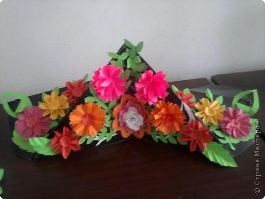 Залишилися квіти від сувенірів і ось така вийшла квіткова діарама... фото 2