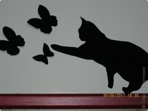 Это пано сделала для своей сестренки, любительницы кошек! Ее кошечка любит играть с бабочками...бабочки объемные и бархатной бумаги...Думаю я ее обрадую! Идея полностью моя, если нужно будет, разъясню как и что я делала!  фото 2