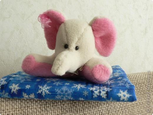 Это слоняшка - малышка ЛУ-ЛУ  Только  появилась на свет, но как все девчонки кокетлива и любопытна.... и пахнет мятой, как свежий ветерок.. фото 1