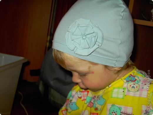 шьем шапочки из старых футболок вот по такому мастер-классу http://www.makeit-loveit.com/2011/02/knit-receiving-blanketknit-baby-hats_08.html фото 5