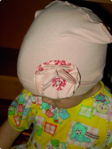 шьем шапочки из старых футболок вот по такому мастер-классу http://www.makeit-loveit.com/2011/02/knit-receiving-blanketknit-baby-hats_08.html фото 6