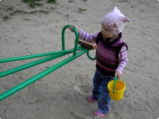 шьем шапочки из старых футболок вот по такому мастер-классу http://www.makeit-loveit.com/2011/02/knit-receiving-blanketknit-baby-hats_08.html фото 4