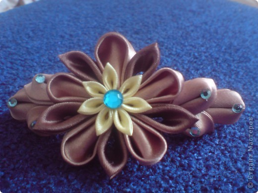 Немного авангардно, мешать голубой и шоколадные оттенки. Но надеюсь вам понравится так же как и мне.)))