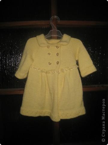 Пальто на девочку 3-12 месяцев. Низ и рукава можно удлинить по возрасту. Пуговицы перешить, сделав пальто шире. фото 2