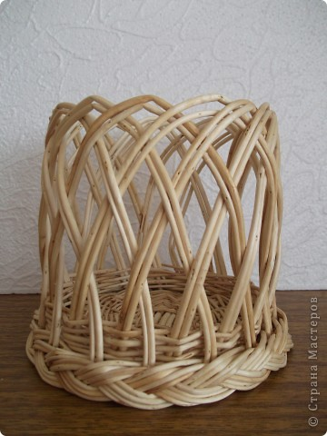 Лет 10 назад я занималась плетением из ивового прута. Плела для души и конечно же для подарков. Работы были и маленькие и большие. Представляю на ваш суд те работы, которые у меня сохранились. А это конечно мизер по сравнению с тем, что творили мои руки. Смотрите и не судите строго! фото 2