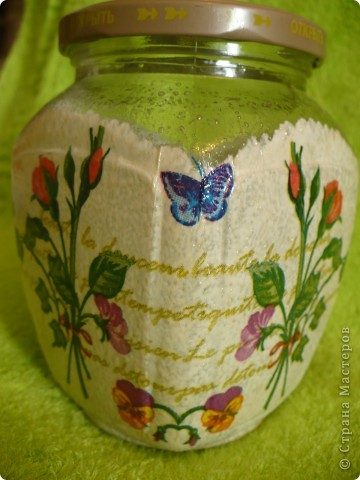 Салфеточка самая простая. Подумала, пересадила на неё бабочек  с другой салфетки. фото 1