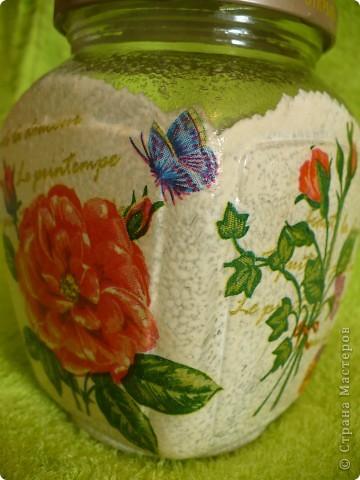 Салфеточка самая простая. Подумала, пересадила на неё бабочек  с другой салфетки. фото 3